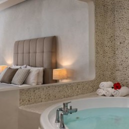 Suite with Spa Bath Splendour Santorini